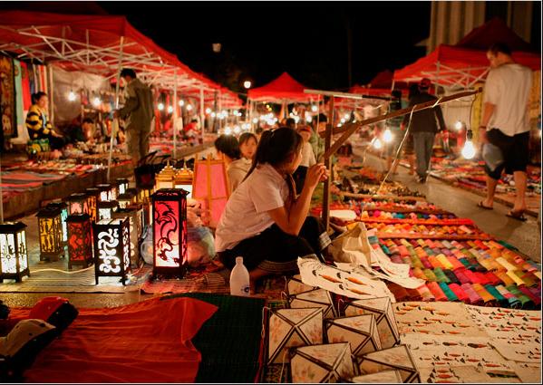 Những khu chợ đêm với ánh đèn lung linh, huyền ảo luôn mang đến cho khách du lịch cảm giác háo hức lạ kì