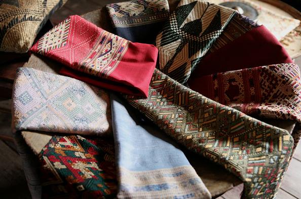 Fibre2Fabric Gallery là một cửa hàng phi lợi nhuận, nơi trưng bày các mặt hàng dệt được làm nên bởi bàn tay của những người dân tộc thiểu số