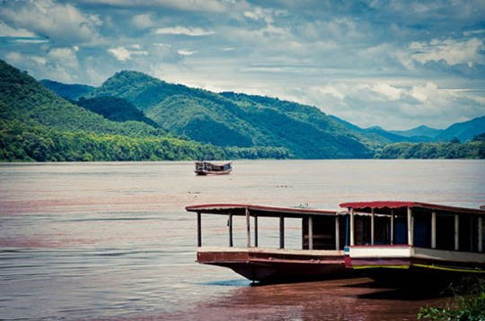 Du lịch Lào - Sông Mê Kong - iVIVU.com