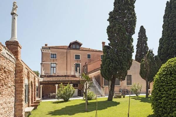 Khu vườn tòa nhà Casino degli Spiriti lãng mạn vẫn không làm giảm cảm giác sợ hãi khi ghé qua nơi này - Ảnh: wordpress