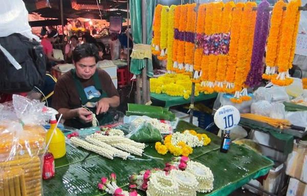 Chợ hoa Pak Khlong Talat mang lại cho du khách sự thư thái, nhẹ nhàng.