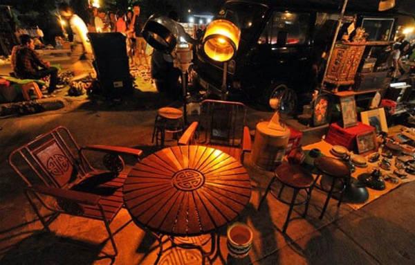 Khu chợ Talad Rot Fai có không gian cổ xưa đặc biệt lãng mạn