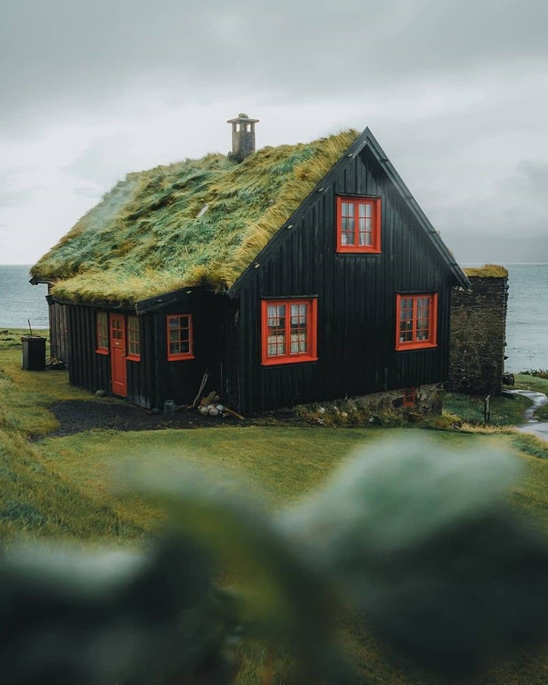 ghe-tham-nhung-ngoi-nha-mai-co-doc-dao-tren-quan-dao-Faroe-ivivu-2