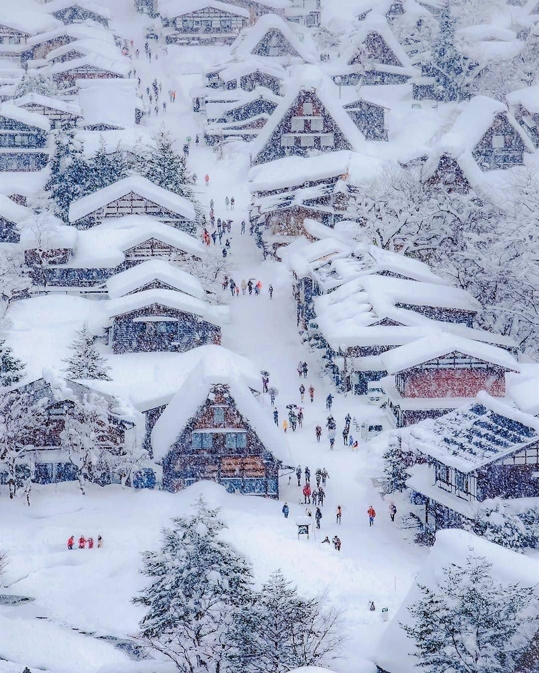 Mùa đông tuyết rơi ở Shirakawa