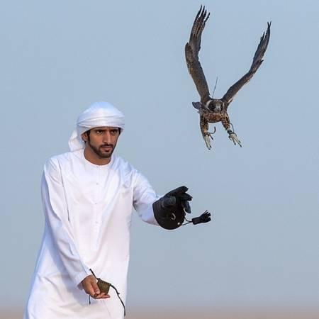 Hoàng tử Hamdan bin Mohammed Al Maktoum là con trai thứ hai của Quốc vương Sheikh Mohammed bin Rashid. Hoàng tử kế nhiệm của Dubai nổi tiếng với vẻ điển trai và niềm đam mê lớn dành cho thể thao và nhiều trải nghiệm mạo hiểm. Ảnh: Instagram.