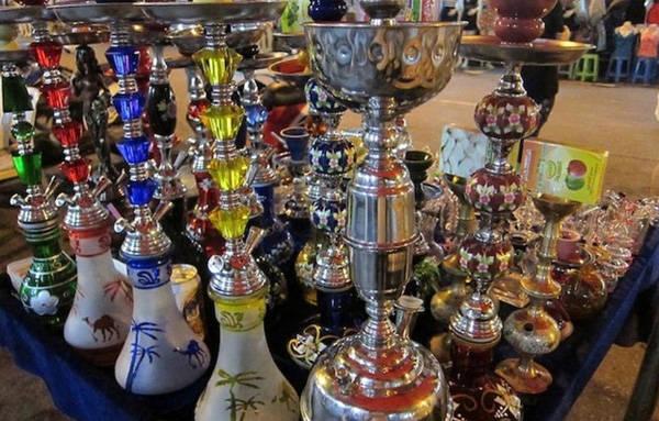 Chợ đêm Saphan Phut nổi tiếng với các mặt hàng secondhand.